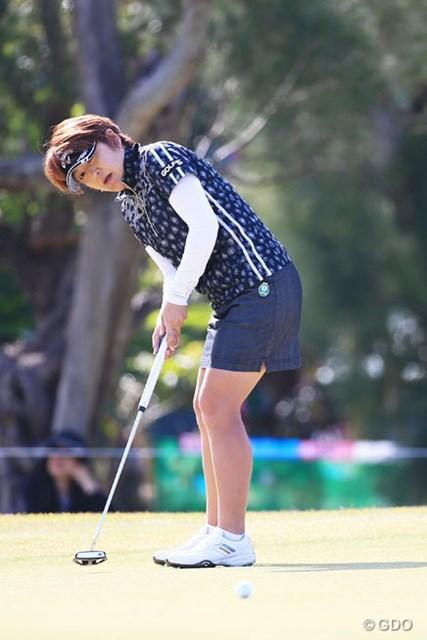 2016年 ダイキンオーキッドレディスゴルフトーナメント 初日 福嶋浩子 通常パターで16位発進。パター練習に明け暮れたオフの苦労を語った福嶋浩子