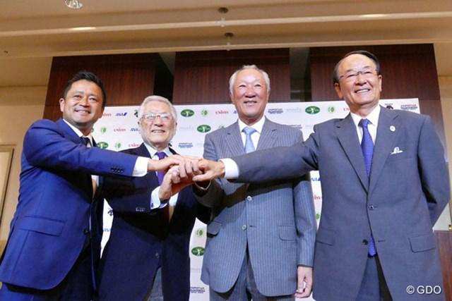 JGTOの理事会で新会長に選任された青木功(右から2人目) ※左から横田真一理事、大西久光副会長、青木会長、松井功副会長