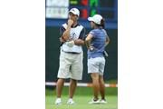 2009年 スタンレーレディスゴルフトーナメント 初日 小俣奈三香とキャディーのライオネルさん