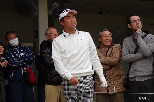 池田勇太は細身のパンツでファンの前に現れた