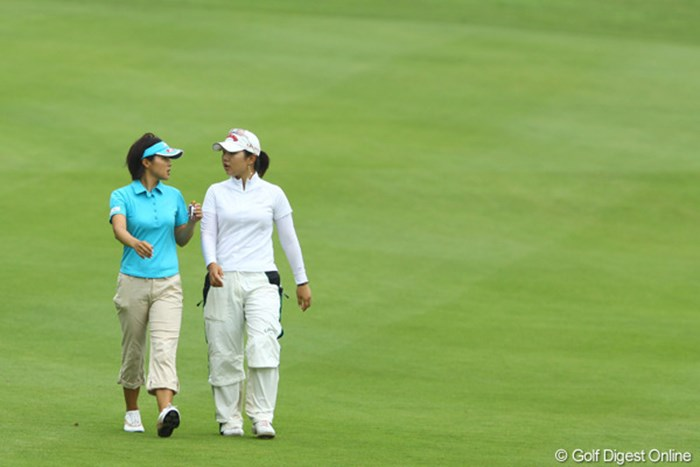 フェアウェイは2人だけの世界です。 2009年 スタンレーレディスゴルフトーナメント 2日目 黄アルムと赤堀奈々
