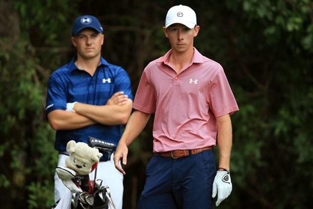 最終日にジョーダン・スピース(左)とプレーしたアマチュアのマッコイ(Sam Greenwood/Getty Images)