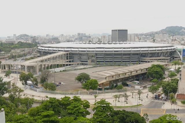 リオデジャネイロ州立大から見たマラカナンスタジアム。オリンピック時には多くの人であふれるはずだ。