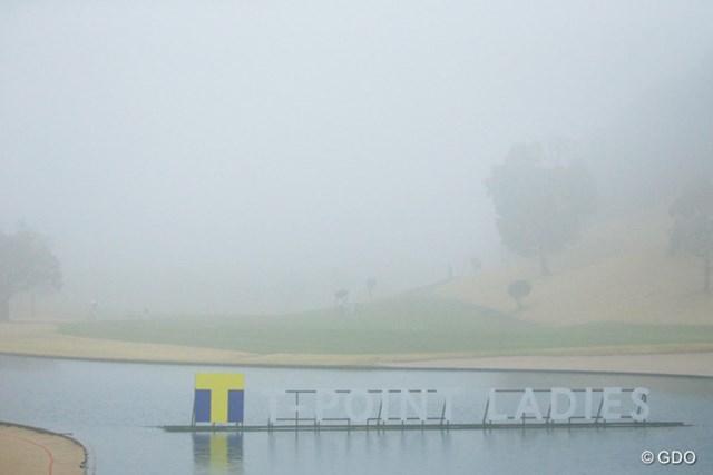 2016年 Tポイントレディス ゴルフトーナメント 初日 霧 雨が止めば霧が出る・・・霧が晴れれば雨が降る・・・。