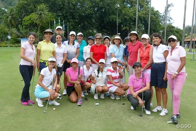 イタニャンガGCで行われた女性向けレッスン会。最前列中央の白いキャップ、白いウェアが五輪出場を狙うラブレイディ