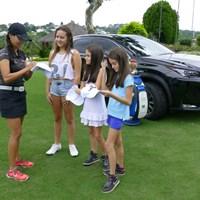 ラブレイディにサインをもらう子供たち。こんなこともゴルフとブラジルの貴重な接点だ。 2016年 リオデジャネイロ五輪 事前 ビクトリア・ラブレイディ