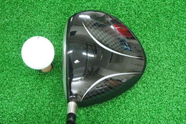 マーク金井の試打IP テーラーメイド バーナープラスドライバー 2008年 No.2 アベレージゴルファーを対象としているため、とにかくヘッドが大きい。また後方部分が三角形状にとんがっているのも特徴的だ。