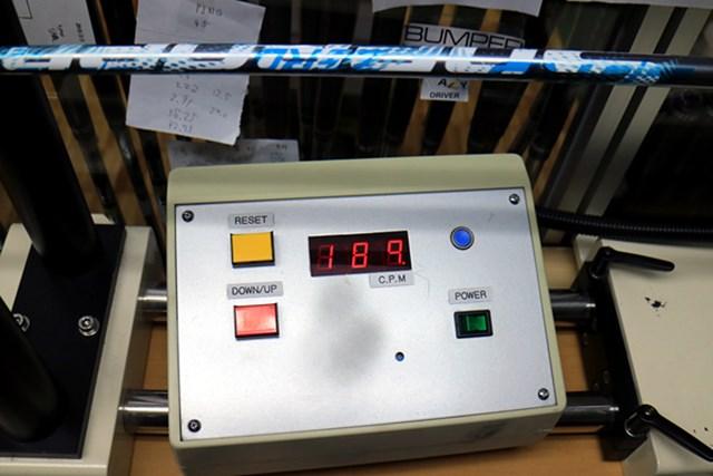 (画像 3枚目) 藤倉ゴム工業 ZERO Speeder マーク試打 振動数は189cpmと一般的なレディースシャフトよりやわらかいが、手元から先端までムチのように大きくしなる。