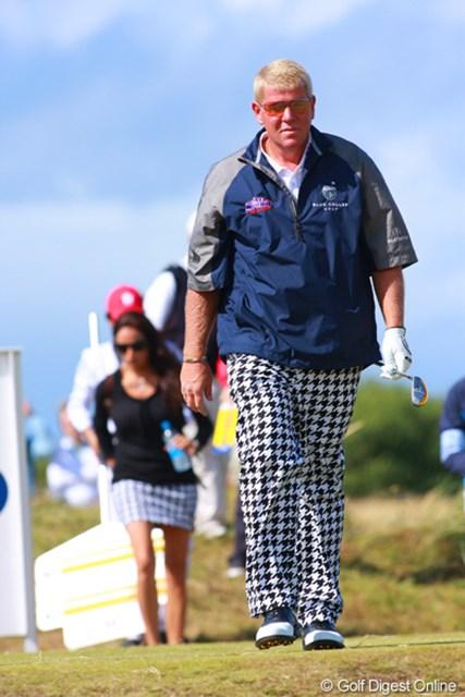 2009年 全英オープン最終日 ジョン・デーリー 後ろを歩く奥さんとペアルック