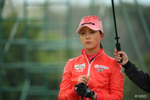 美貌だけじゃない!首位と1打差で決勝ラウンドへ折り返したユン・チェヨン