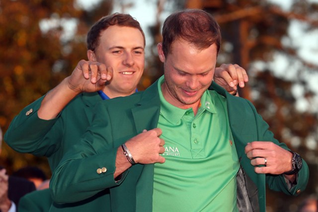 2016年 マスターズ 最終日 ダニー・ウィレット 英国勢では20年ぶり、D.ウィレットがグリーンジャケットに袖を通した(Andrew Redington/Getty Images)
