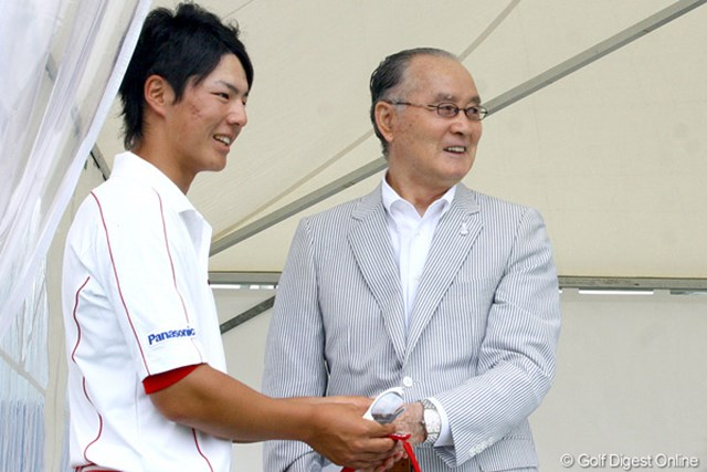 大会名誉会長の長嶋茂雄氏に、来年のリベンジを誓った