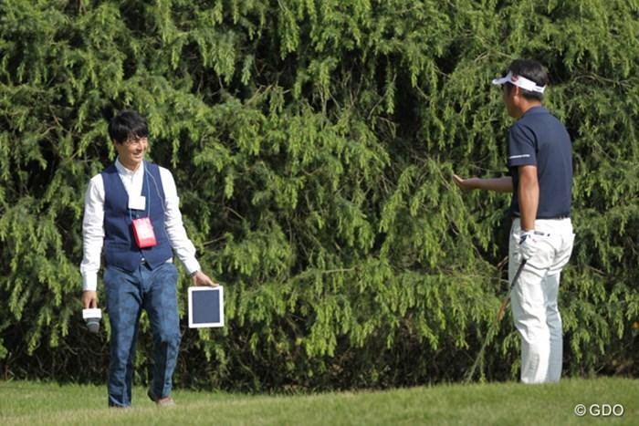16番ティで楽しそうに会話する2人 2016年 パナソニックオープンゴルフチャンピオンシップ 最終日 池田勇太 石川遼