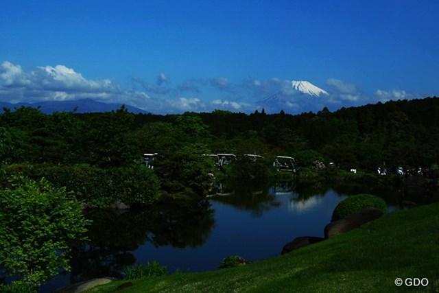 2016年 サイバーエージェント レディスゴルフトーナメント 2日目 富士山 朝は少し富士山もチラリ