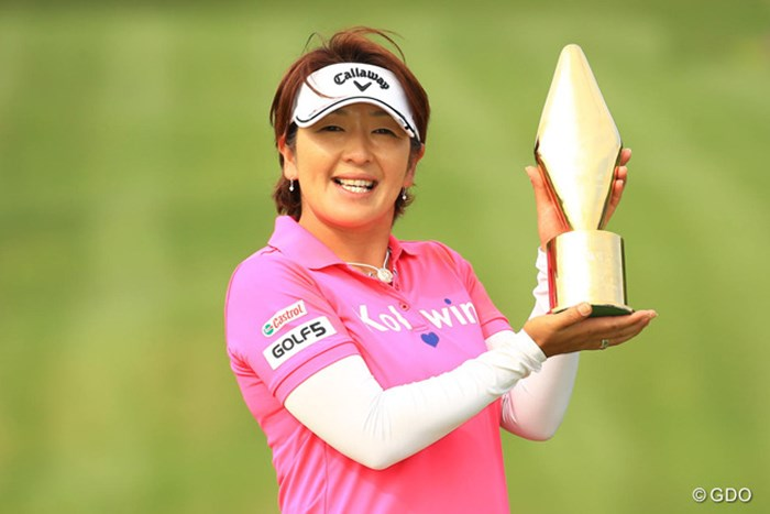 ツアー初優勝を飾った福嶋浩子。姉・晃子の前でツアー史上初の姉妹Vを決めた 2016年 サイバーエージェント レディスゴルフトーナメント 最終日 福嶋浩子