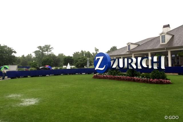 連日の雷雨により決勝ラウンドの残りが翌月曜日に持ち越された