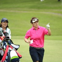 なんとキャディは村口さん。 2016年 ワールドレディス選手権 サロンパスカップ 2日目 天沼知恵子