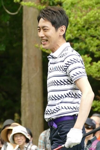 2016年 ザ・レジェンド・チャリティプロアマトーナメント 初日 小泉孝太郎さん 笑顔が眩しすぎるペナルティ