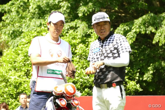 プロの部で首位スタートを切ったのは片山晋呉