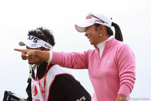 2009年 全英リコー女子オープン2日目 三塚優子 風にもメジャーの雰囲気にも動じない三塚優子が3位へ浮上