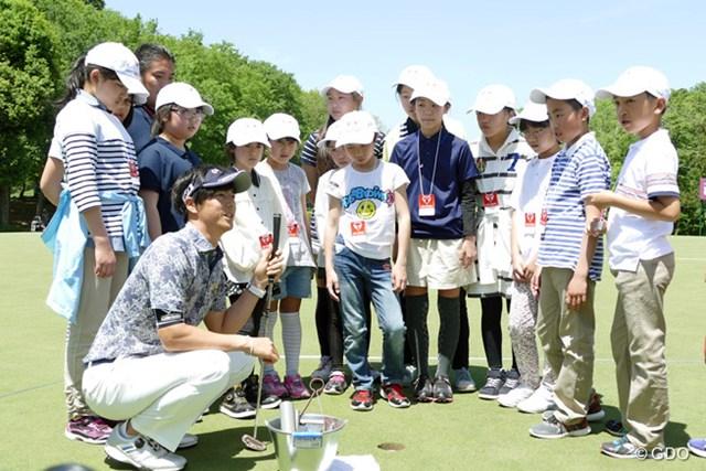 『石川パター塾』は、カップ穴の切り方まで教えてくれます