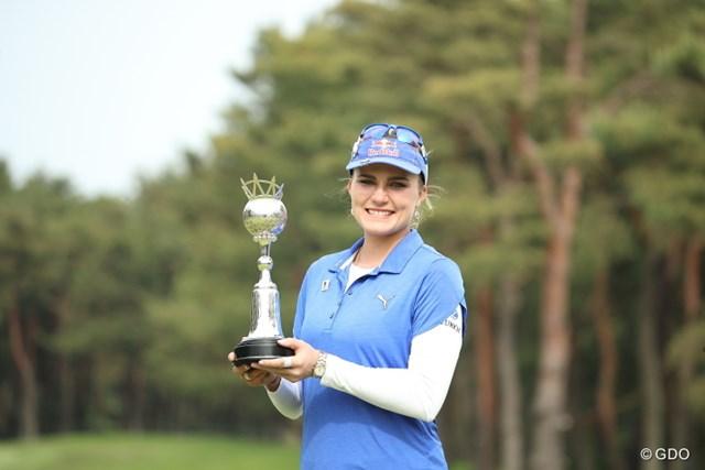 幾度となく米ツアーで獲得した優勝カップ。日本で初めて掲げたレクシー・トンプソン