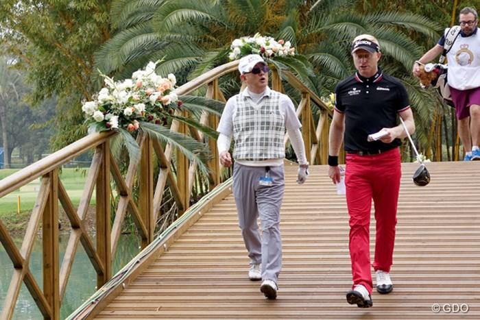 モロッコ開催の欧州ツアーのプロアマに初参加した高岡浩三氏(左) 2016年 ネスレインビテーショナル 日本プロゴルフマッチプレー選手権 レクサス杯 事前 高岡浩三氏(左) サイモン・ダイソン