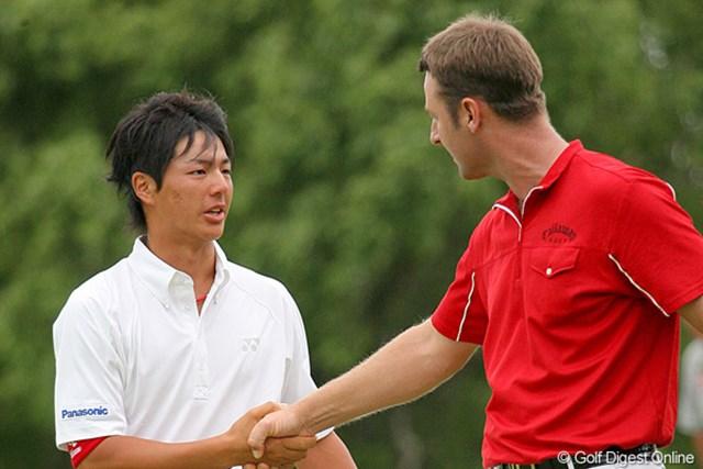激闘を終えた石川遼とB.ジョーンズ。ベストを尽くした二人だからこそ分かりあえる何かがある