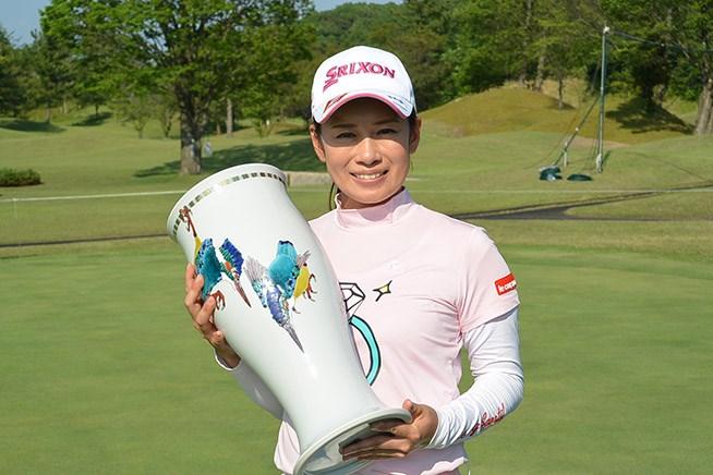 小橋絵利子が初優勝で涙「苦しかった」/ステップアップツアー