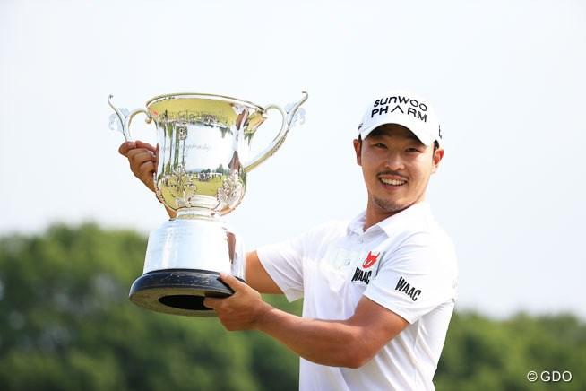 韓国の趙炳旻が日本ツアーデビュー戦で優勝 石川遼以来