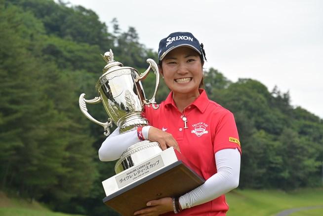 小林咲里奈が逆転でステップアップ初優勝