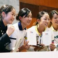 アマチュアで海外メジャーの出場権を手に入れた澤田(左)。ピンクのリボンは憧れの選手の影響だ 2016年 全米女子オープン 事前 澤田知佳(アマ)、佐藤絵美、原江里菜、、松森彩夏