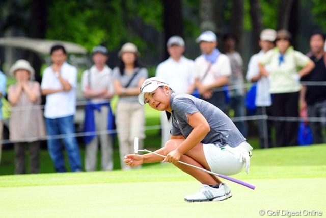 2009年 アクサレディスゴルフトーナメント初日 三塚優子 9番で11mのバーディパットを沈めた三塚。勢いを感じさせるゴルフだ