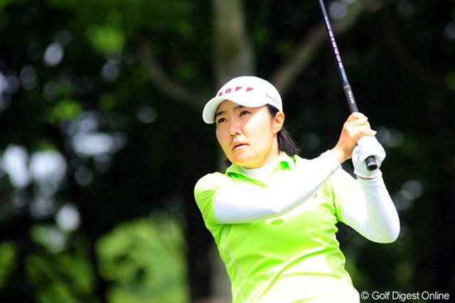 2009年 アクサレディスゴルフトーナメント初日 辛ヒョンジュ ひざの怪我も大丈夫。この日は100%のフェアウェイキープ率で首位タイに並ぶ辛ヒョンジュ