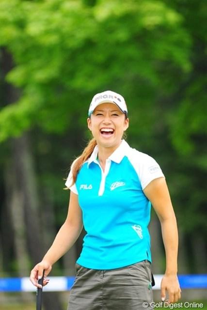 2009年 アクサレディスゴルフトーナメント初日 原江里菜 どないしたんや!メッチャメチャ楽しいことがあったんか?