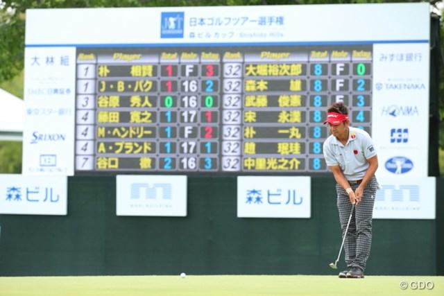 最終日は激戦必至。4位タイから逆転優勝を狙う藤田寛之