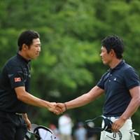 いいね。男と男の固い握手。 2016年 日本ゴルフツアー選手権 森ビルカップ Shishido Hills 3日目 矢野東、小袋秀人