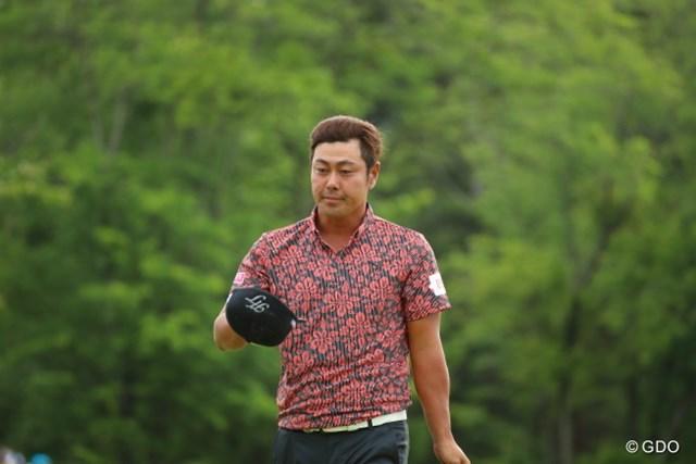 2016年 日本ゴルフツアー選手権 森ビルカップ Shishido Hills 最終日 谷原秀人 15番で起死回生のイーグルを決めた谷原は、16番から2連続ボギーを叩いて国内メジャー初優勝を逃した