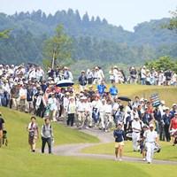 ギャラリー引き連れての最終組 2016年 ヨネックスレディスゴルフトーナメント 最終日 若林舞衣子、馬場ゆかり、ポラニ・チュティチャイ