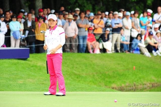 2009年 アクサレディスゴルフトーナメント最終日 有村智恵 休みない出場に体は悲鳴を上げていたという有村智恵だが、プレーオフに進む健闘を見せた