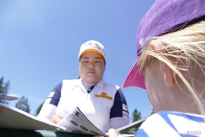 今週、LPGAの殿堂入りを果たす朴仁妃。貴重なサイン? 2016年 KPMG女子PGA選手権 事前 朴仁妃