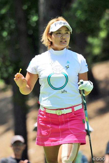 2016年 サントリーレディスオープンゴルフトーナメント 2日目 鈴木愛 最近そのダイヤモンド柄のTシャツがお気に入りのようですが…。太もも大丈夫?8位T