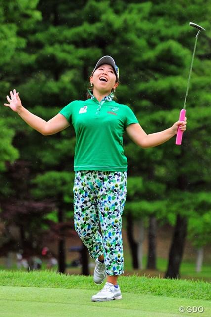 2016年 サントリーレディスオープンゴルフトーナメント 最終日 吉田弓美子 惜しいチップやパットが続いて「オ~・マイガ~ッ!」と天を仰ぐユミミコ・ヨッシー