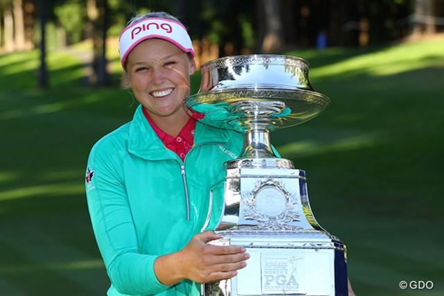 2016年 KPMG女子PGA選手権 最終日 ブルック・ヘンダーソン ブルック・ヘンダーソンがメジャー初制覇!カップを笑顔で掲げた