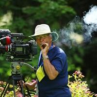 TVのカメラマン、待ち時間の間にシガーをプハーッ、いい感じです 2016年 KPMG女子PGA選手権 最終日 シガータイム