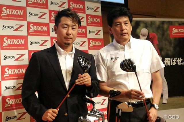 新スリクソン ZシリーズをPRする塚田陽亮(左)とダンロップスポーツの木滑和生社長(右)