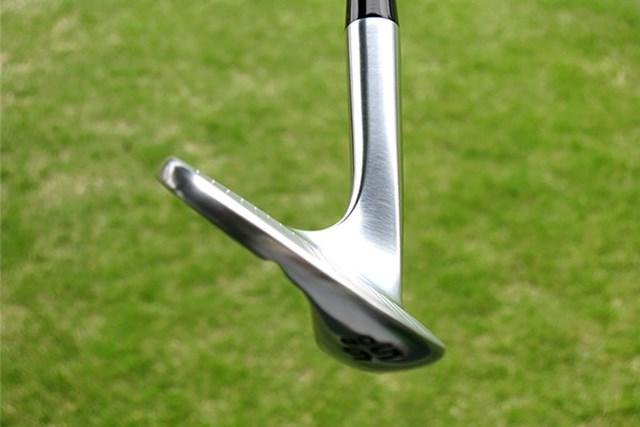 本間ゴルフ TW-W フォージド ウェッジ トウ側からみた画像