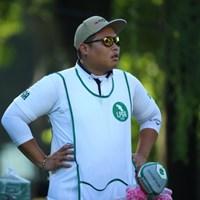 キャラがたってる。 2016年 アース・モンダミンカップ 初日 ポラニ・チュティチャイのキャディ