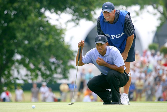 2009年 全米プロゴルフ選手権初日 タイガー・ウッズ キャディのスティーブともども、タイガーの気合の入った表情を見よ!