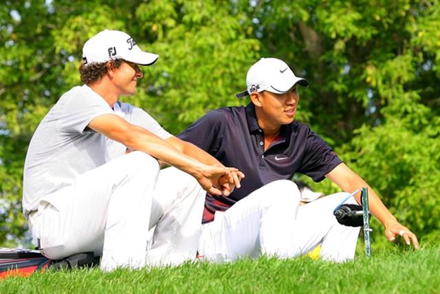 2009年 全米プロゴルフ選手権初日 アダム・スコット&アンソニー・キム グリーンが空くまでの待ち時間、ずっと談笑していたA.スコットとA.キム